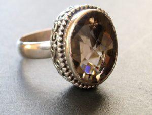 Дымчатый топаз кольцо