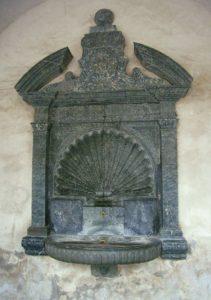 Фонтан из серпентинита во дворце Стокальпер