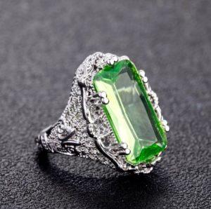 Кольцо с зеленым топазом